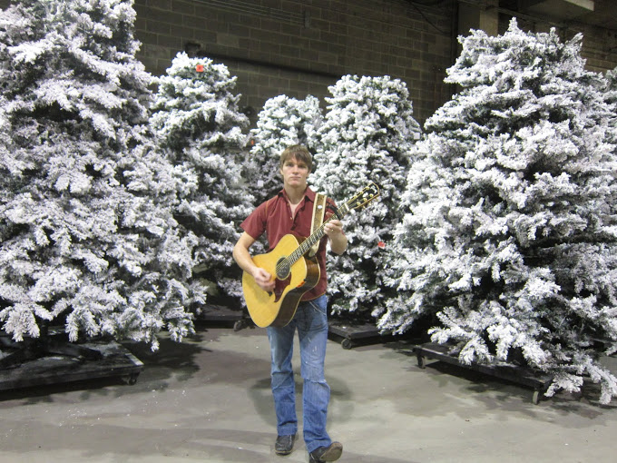 OK, the show is now live... I do some rehearsing by the christmas trees in the dock